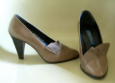 VTG 80s WILD PAIR TAN/TAUPE LEATHER HIGH-HEEL PUMPS/PLEATED FRINGE~SIZE 8B~SPAIN
