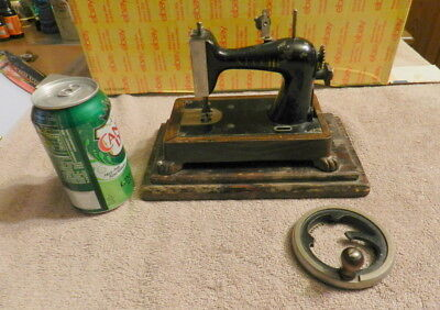 Necchi Metal Toy MINIATURE HAND CRANK SEWING MACHINE NEEDS LOVE 1 Man's Trash
