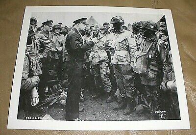 GENERAL DWIGHT EISENHOWER SPEAKS w// PARATROOPERS BEFORE D-DAY 8X10 PHOTO CC837