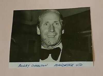 Bobby Charlton Manchester United Vintage Autograph Signed Newspaper Cutting Bc