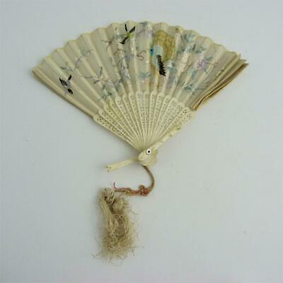 19th CENTURY CHINESE EMBROIDERED SILK HAND FAN