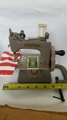 Vintage Singer No.20 Sew Handy Child Sewing Machine w/Box & Clamp