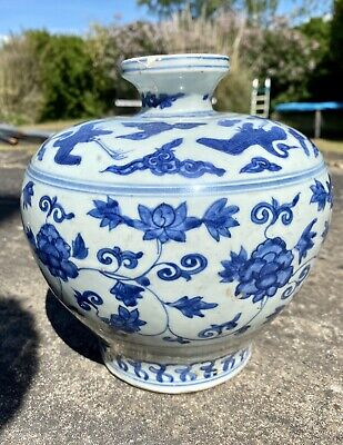 Ming JiaJing period 16th century Chinese blue and white vase