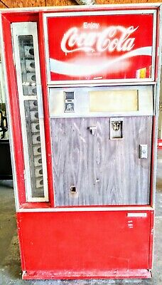 Vintage Coca Cola Cavalier Bottle Vending Machine Model CSS 141G.