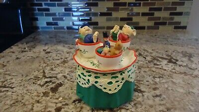 Enesco Musical Tea Cup With Mice Plays We Wish You A Merry Christmas