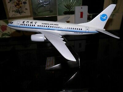 Travel agent display model. Boeing 737 -700 airliner. Xiamen Airlines 1:100