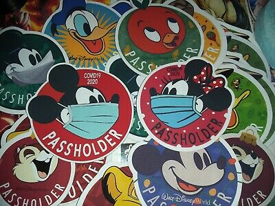 Disney Passholder Magnet. Mickey Mouse and Minnie 2020