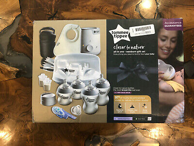 Tommee Tippee Closer to Nature All in One Newborn Baby Bottle Feeding Gift Set