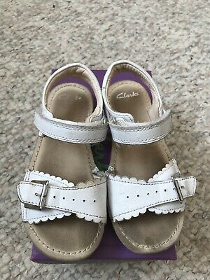 BNIB Clarks Girls Ivy Blossom Navy Floral Leather Air Spring Sandals F Fitting