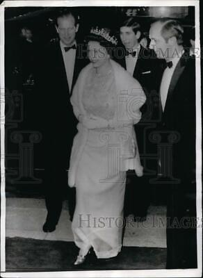 170-b 1958 QUEEN ELIZABETH II /& PRINCE PHILIP Watching Horse Races PHOTO