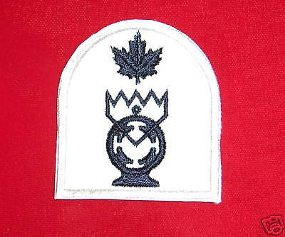 Royal Cdn Navy CLEARANCE DIVER Trade Badge-Red//Blue