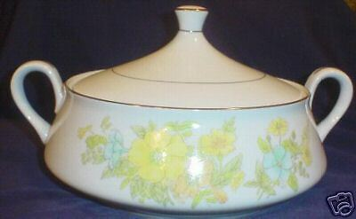 * EKCO Intl Spring Bouquet Round Covered Vegetable Bowl