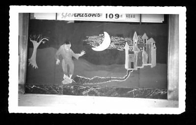 50's HALLOWEEN PHOTOGRAPH : PAINTED STOREFRONT WINDOW