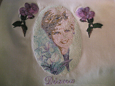 Portrait Diana-Embroidered-Silk Noil