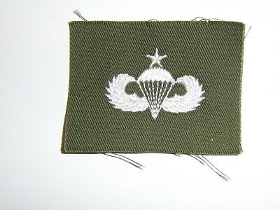 b0603-S  Vietnam US Army Parachute Wing White on OD Senior
