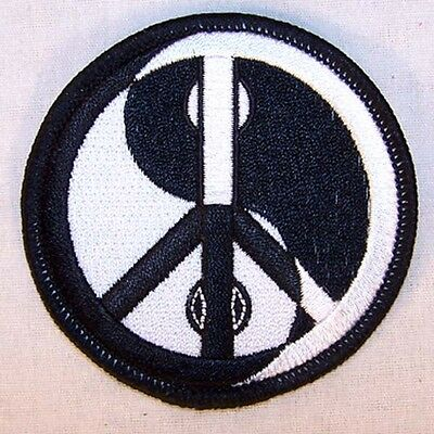 YING YANG PEACE SIGN EMBRODIERED PATCH P598 new jacket  sew bikers item novelty