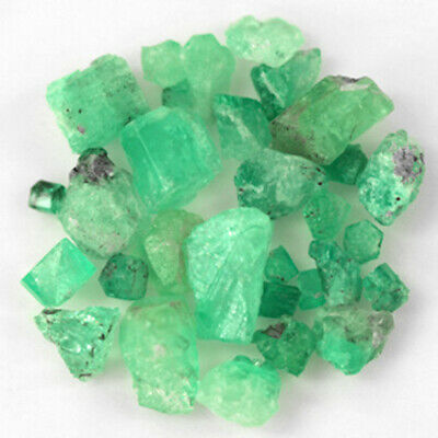 122.58 CT, ROUGH FINE NATURAL COLOMBIAN EMERALD Lot Minerals Ligth Green