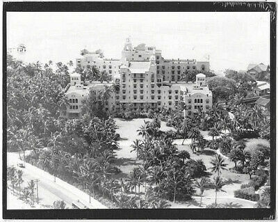 "Royal Hawaiian Hotel Waikiki 1930's Hand Printed Silver Halide Foto On 8X10"" Mat"