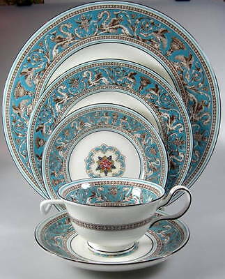 Wedgwood Florentine Turquoise, floral Center W2714 PLACE SETTING - black bskstmp