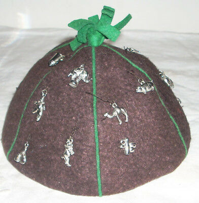 Vintage Felt 1930s / 1940s Beanie with 16 Charms