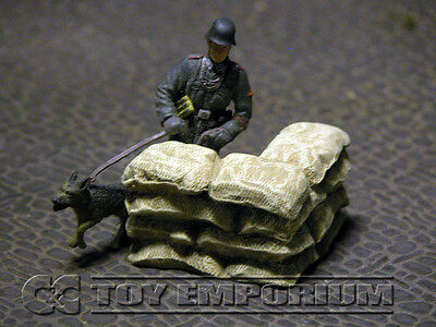 """""""RETIRED"""" Build-a-Rama 1:32 Hand Painted WWII Sandbag Wall Corner Section"""