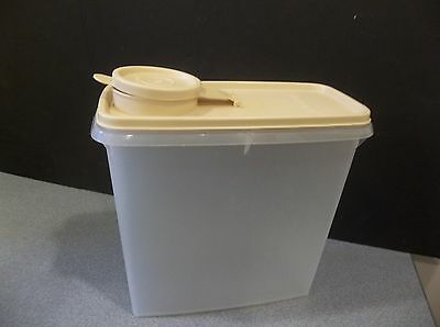 VINTAGE TUPPERWARE OPAQUE/BEIGE CEREAL KEEPER 16 C DRY STORAGE MODULAR MATE
