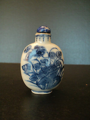 ATTRACTIVE 19th C. CHINESE PORCELAIN SNUFF BOTTLE, ENAMELED BLUE & WHITE DESIGN