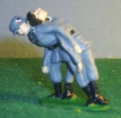 TOY SOLDIERS METAL WWII GERMAN SOLDIER CARRYING WOUNDED COMRADE 54MM