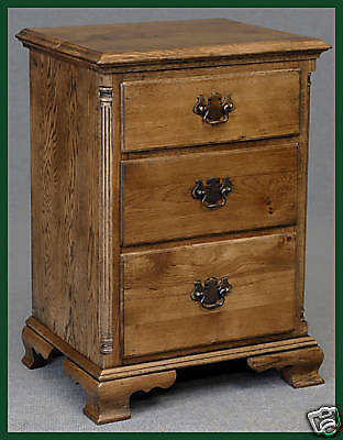 SOLID OAK BEDSIDE CABINET BEDSIDE CUPBOARD WITH THREE DRAWERS