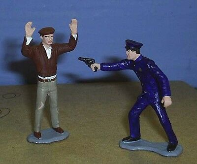 TOY SOLDIERS METAL 1930'S AMERICAN POLICE OFFICER ARRESTING CRIMINAL 54MM