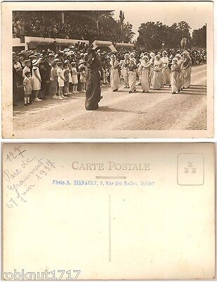 CPA PHOTO 1937 fête parade procession costume Parc de Grandmont TOURS [690 A]