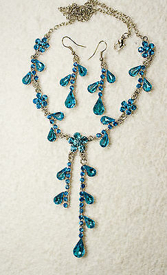 vintage style jewelry set necklace earrings Aqua crystal silver tone unbranded
