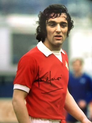 Lou Macari - Manchester United Legend - Stunning Signed Colour Photograph