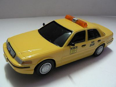 Carrera Go 61142 Ford Crown Victoria Taxi  NEU