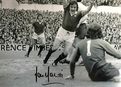 Lou Macari - Manchester United Legend - Excellent Signed B/W Photograph