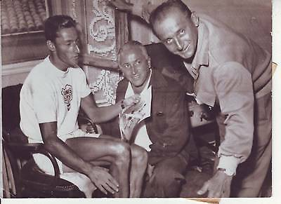 photo presse cyclisme  KUBLER reçoit VALENTIN  TOUR DE FRANCE 1950
