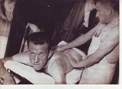 photo presse cyclisme  FACHLEITNER  au repos TOUR DE FRANCE 1949