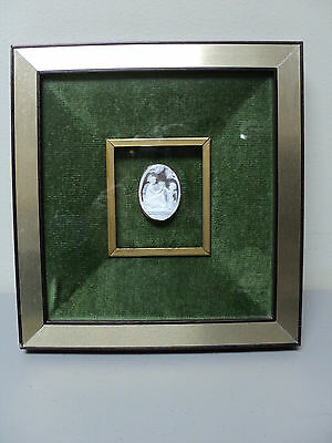 "BEAUTIFUL 19th C. ANTIQUE CARVED SHELL CAMEO ""MAIDEN & CHERUB"", SHADOWBOX FRAME"