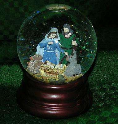 """WATERGLOBE HOME FOR THE HOLIDAYS NATIVITY MUSICAL """"O LITTLE TOWN OF BETHLEHEM"""""""