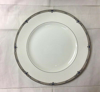 """Wedgwood """"Amherst"""" Dinner Plate10 7/8"""" (Flaw) Bone China New Made In England"""