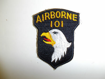 0444 WW2 US Army 101st Airborne Division patch red tongue variation 1 piece R3A