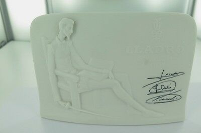 1985 Lladro Collectors Society Bisque Free Standing Plaque.