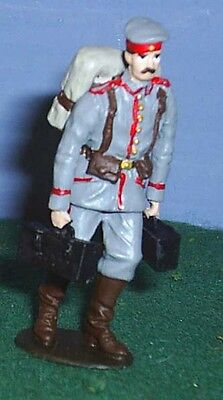 TOY SOLDIERS METAL WORLD WAR 1 GERMAN SOLDIER MARCHING WITH AMMO 54MM