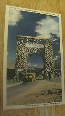 VINTAGE NORTHERN ENTRANCE YELLOWSTONE NATIONAL PARK LINEN POSTCARD 1930s Jeep