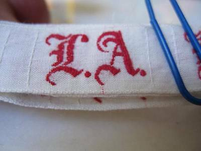 36 ANTIQUE GERMAN MONOGRAMS L.A. Red Embroidery FAB Old Script-Use many Ways