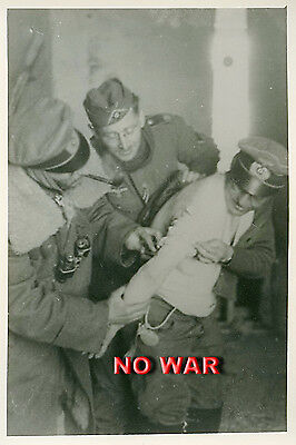 WWII ORIGINAL GERMAN WAR PHOTO OFFICERS HELP TO WOUNDED OFFICER AFTER BATTLE
