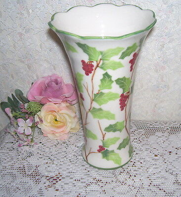 HOLLY AND BERRY VASE ANDREA BY SADEK