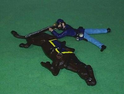TOY SOLDIERS METAL ACW UNION TROOPER FIRING BEHIND DEAD HORSE
