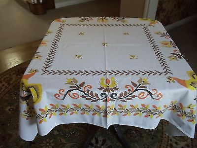 """VINTAGE TABLECLOTH  """"ROOSTERS"""""""