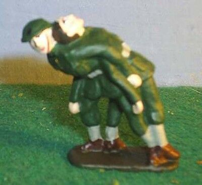 TOY SOLDIERS TIN WORLD WAR 1 WWI  AMERICAN MEDIC CARRYING SOLDIER  54MM
